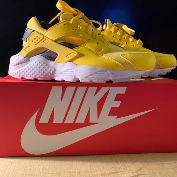 Nike Shoes | Huarache Run Yellow Grade